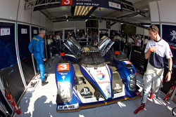 Simon Pagenaud looks at the #3 Peugeot Sport Total Peugeot 908 with major suspension problem