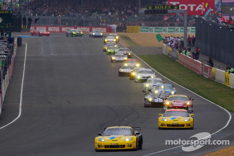 Start: #64 Corvette Racing Chevrolet Corvette C6 ZRL: Oliver Gavin, Olivier Beretta, Emmanuel Collard