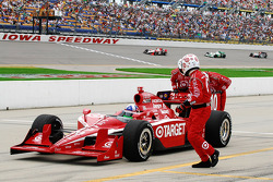 Dario Franchtitti, Target Chip Ganassi Racing being pushed to the pits