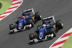 Marcus Ericsson, Sauber C35 and team mate Felipe Nasr, Sauber C35 battle for position