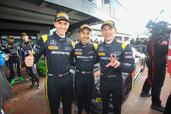 Para pemenang lomba #84 HTP Motorsport, Mercedes-AMG GT3: Maximilian Buhk, Dominik Baumann, Jazeman Jaafar