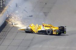 Crash: Spencer Pigot, Rahal Letterman Lanigan Racing Honda