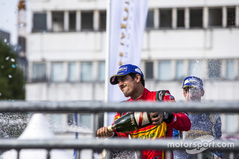 Podio: tercer lugar Lucas di Grassi, ABT Schaeffler Audi Sport celebra