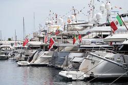 Schiffe im Hafen von Monaco