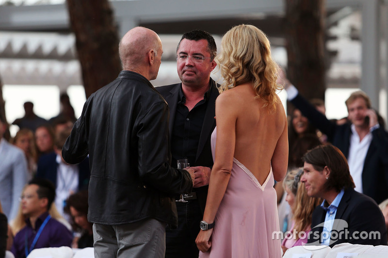 Adrian Newey, Red Bull Racing Chief Technical Officer y Eric Boullier, Director de carreras de McLaren en el Amber Lounge Fashion Show