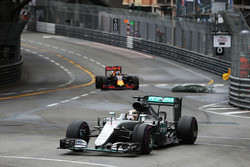 Lewis Hamilton, Mercedes AMG F1 W07 Hybrid leads Daniel Ricciardo, Red Bull Racing RB12 as debris falls onto the circuit