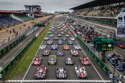 Das traditionelle Gruppenfoto der Autos in Le Mans
