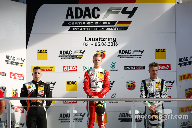 Podio: 2. Joseph Mawson, Van Amersfoort Racing ; 1. Mick Schumacher, Prema Powerteam; 3. Jannes Fittje, US Racing