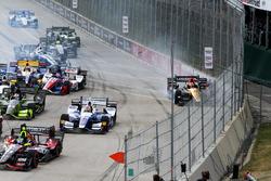 Startcrash: James Hinchcliffe, Schmidt Peterson Motorsports, Honda
