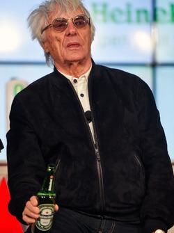 Bernie Ecclestone,  anuncio de patrocinio de Heineken