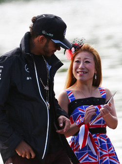 Льюїс Хемілтон, Mercedes AMG F1 з фанатом