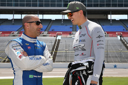 Tony Kanaan, Chip Ganassi Racing Chevrolet, Graham Rahal, Rahal Letterman Lanigan Racing Honda