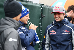 Marcus Ericsson, Sauber F1 Team con Carlos Sainz Jr., Scuderia Toro Rosso
