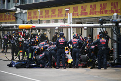 Max Verstappen, Red Bull Racing RB12 makes a pit stop