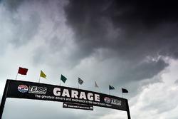 Dunkle Wolken über dem Texas Motor Speedway