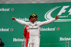 Sieger Lewis Hamilton, Mercedes AMG F1 feiert auf dem Podium