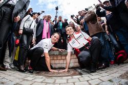 Cerimonia dell'impronta della mano: Vincitori 24 ore di Le Mans 2015 Porsche Team Nick Tandy e Earl Bamber