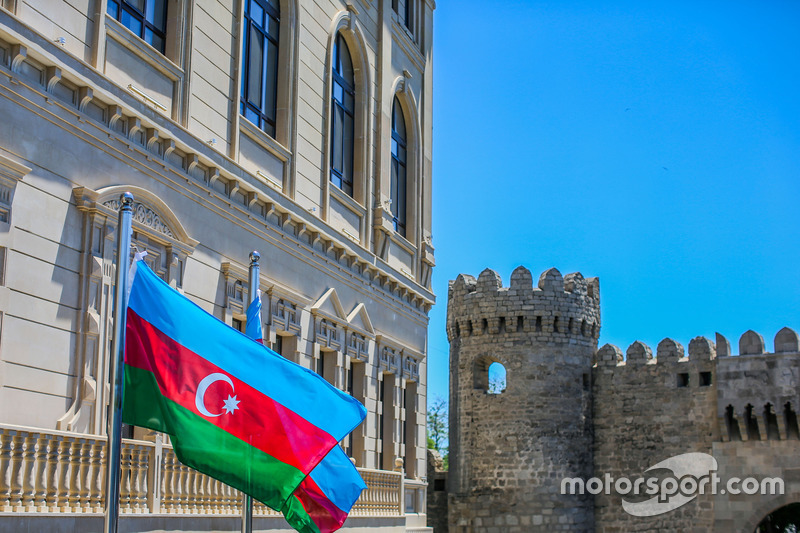 Флаг Азербайджана в 11-м повороте