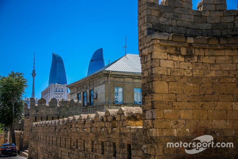 Baku, oude stad met de Flame towers