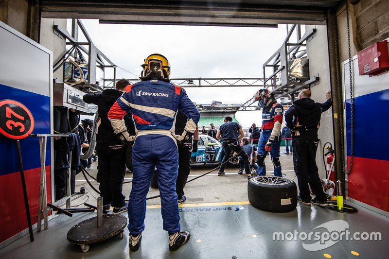 Prove di pit stop per #37 SMP Racing BR01 Nissan: Vitaly Petrov, Viktor Shaytar, Kirill Ladygin