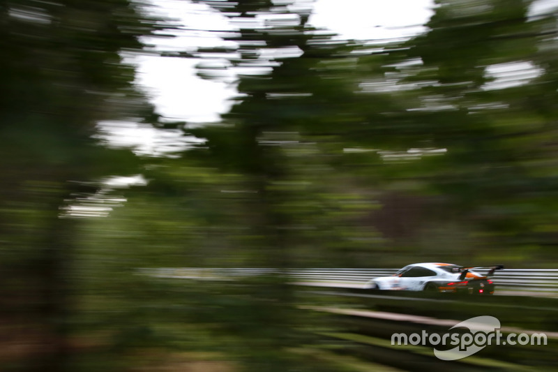 #86Gulf Racing Porsche 911 RSR: Michael Wainwright, Adam Carroll, Ben Barker