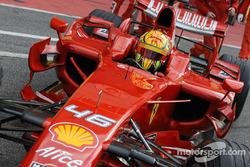 Valentino Rossi testet den Formel-1-Ferrari