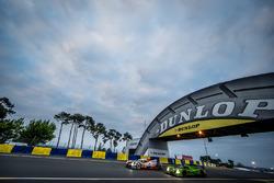Энтони Дэвидсон, Себастьен Буэми и Казуки Накаджима, #5 Toyota Racing Toyota TS050 Hybrid и Трейси Крон, Ник Джонссон, Жоао Барбоса, #40 Krohn Racing Ligier JS P2 Nissan