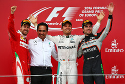 Podio: Sebastian Vettel, Ferrari, segundo; Nico Rosberg, Mercedes AMG F1, ganador de la carrera; Sergio Perez, Sahara Force India F1, tercera