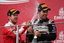 (Da Sx a Dx): Sebastian Vettel, Ferrari festeggia il suo secondo posto sul podio con il terzo classificato Sergio Perez, Sahara Force India F1