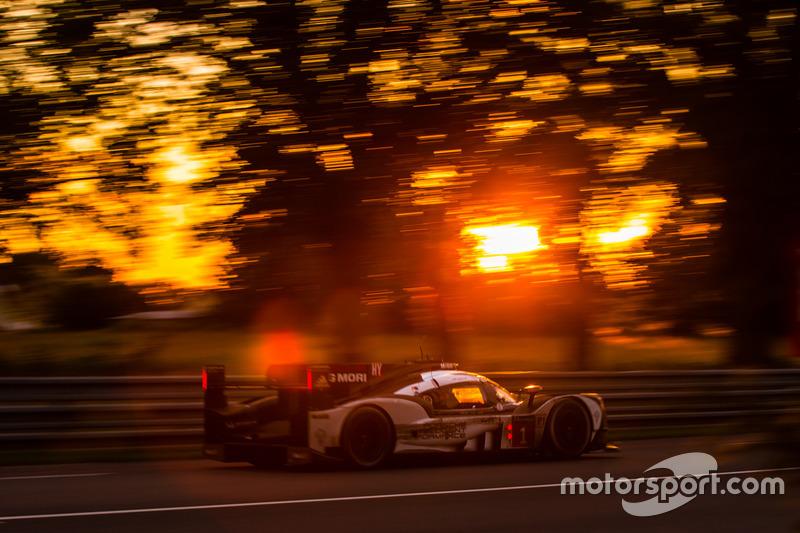 El #1 de Timo Bernhard, Mark Webber y Brendon Hartley en Le Mans 2016