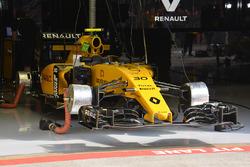 Renault Sport F1 Team front wing dan front brakes