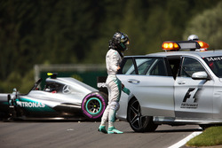 Nico Rosberg, Mercedes AMG F1 W07 Hybrid after he crashed in the second practice session