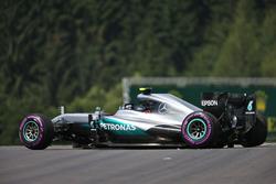 Ніко Росберг, Mercedes AMG F1 W07 Hybrid, аварія під час другої практики