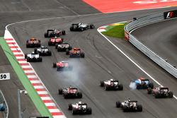 Lewis Hamilton, Mercedes AMG F1 W07 Hybrid líder en la arrancada