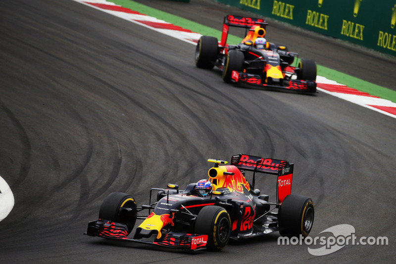 Max Verstappen, Red Bull Racing RB12 y Daniel Ricciardo, Red Bull Racing RB12