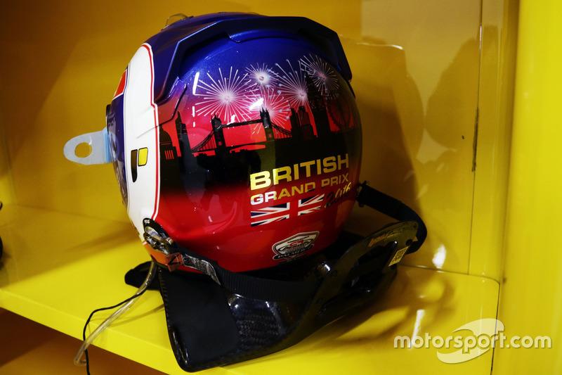 Джолион Палмер подготовил специальный шлем к домашнему Гран При Великобритании