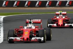 Себастьян Феттель, Ferrari SF16-H попереду Кімі Райкконена, Ferrari SF16-H