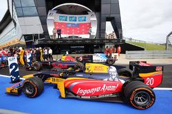Die Autos von Oliver Rowland, MP Motorsport; Pierre Gasly, Prema Racing; Antonio Giovinazzi, Prema Racing