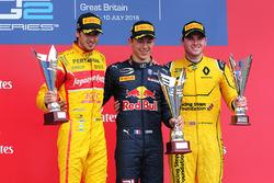 Podium: Sieger Pierre Gasly, Prema Racing; 2. Antonio Giovinazzi, Prema Racing; 3. Oliver Rowland, MP Motorsport