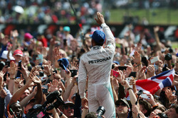 Race winner Lewis Hamilton, Mercedes AMG F1 celebrates with fans