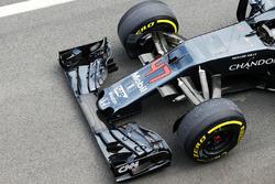 McLaren MP4-31 front wing