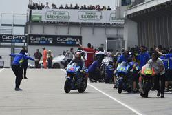 Maverick Viñales, intercambio de bicicletas del equipo Team Suzuki MotoGP