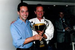 Action Power - Carlos Ramoa e Ingo Hoffmann - 1998 (Ingo entrega troféu da equipe tri campeã)