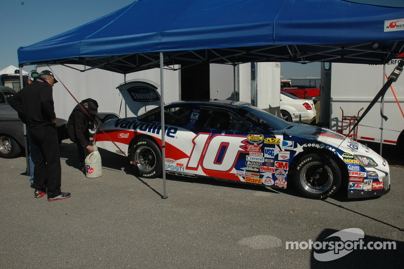 Ron Stanley's 2006 NASCAR had a strong presence in the SVRA support race