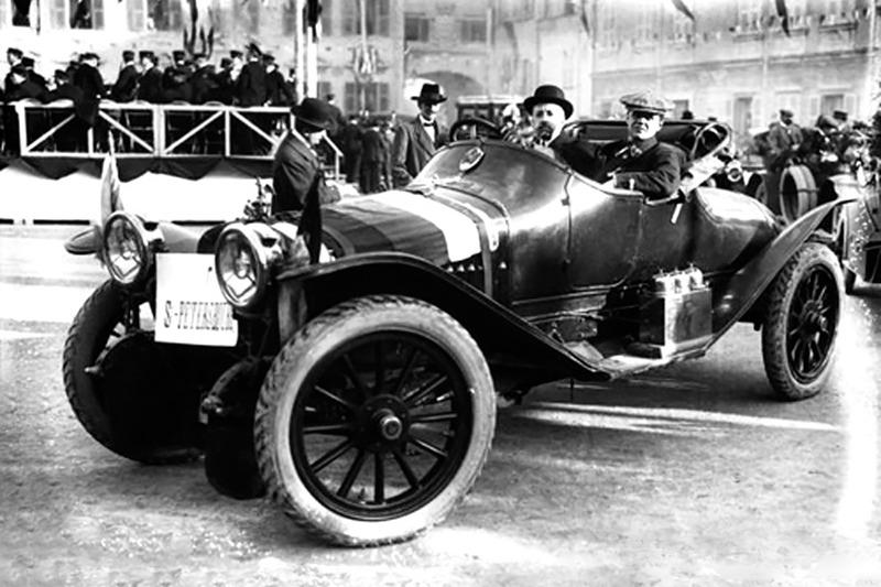 1912 год. Торжественный финиш экипажа Андрея Нагеля и Вадима Михайлова в Монте-Карло