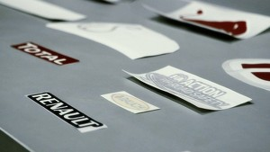 Infiniti Red Bull Racing 2013: The Sticker Challenge With Vettel and Webber