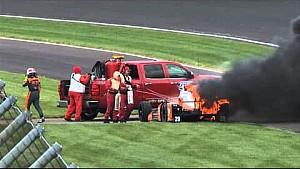 La voiture de Simona de Silvestro prend feu à Indianapolis