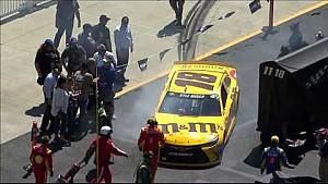 La voiture de Kyle Busch percute une femme dans le paddock de l'ovale de Bristol.