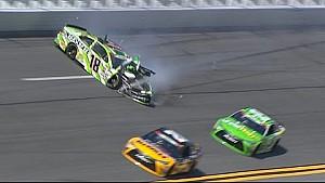 Kyle Busch hard de muur in op Daytona