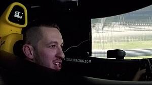 Le musicien Sigala dans le simulateur Red Bull